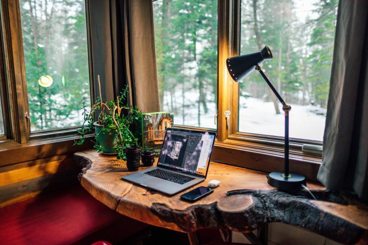 La decoración y los artículos son esenciales a la hora de hacer home office