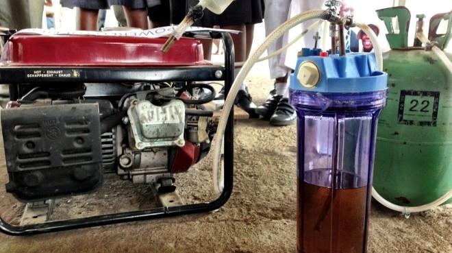 Generador eléctrico con orina