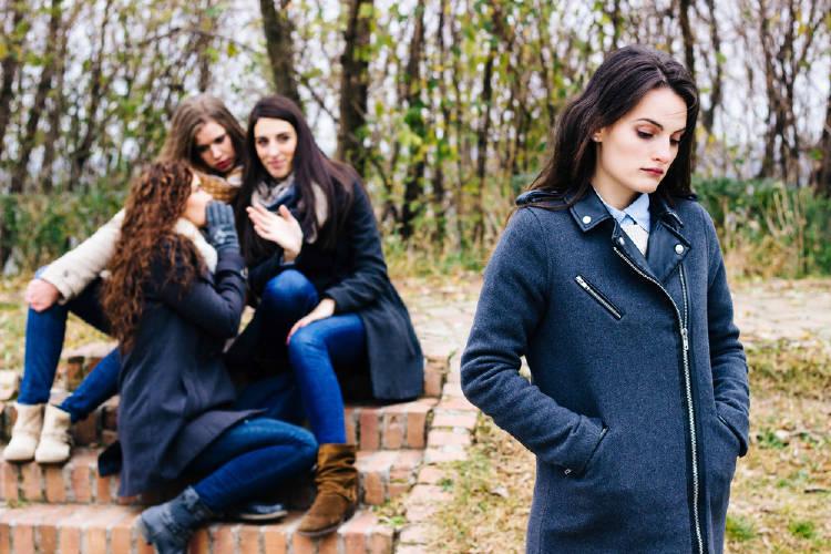 ansiedad social chica recibe burlas