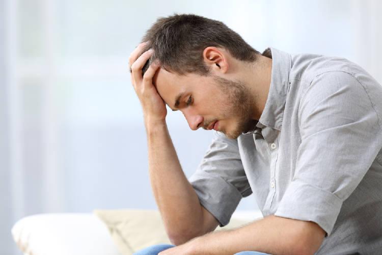 ansiedad social chico preocupado