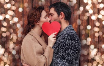 pareja corazon rojo