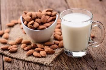 Cae la venta de leche de vaca frente a las leches vegetales