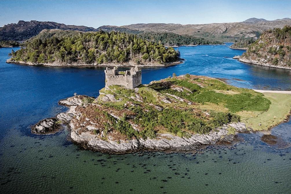 Continúa la subasta de una isla en Escocia por el valor de una casa