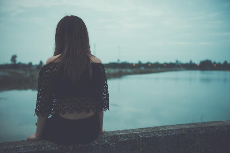 mujer sola