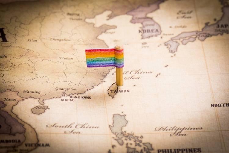 Bandera LGBTI sobre un mapa de Taiwan
