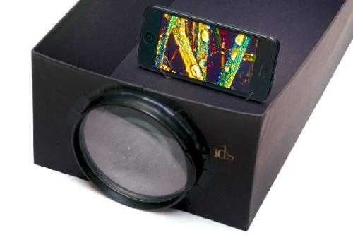 Convierte tu smartphone en un proyector con una caja de zapatos