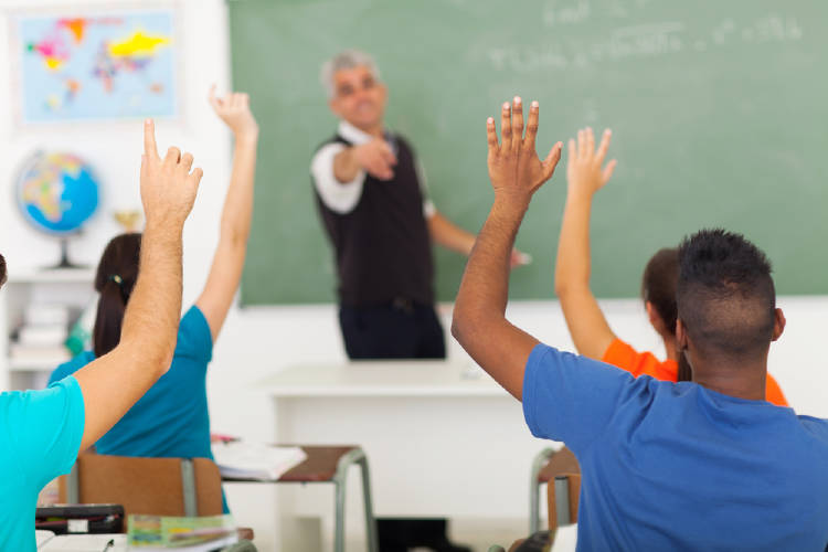 salon clases maestro alumnos