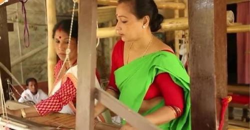 Da empleo a 2000 mujeres en India convirtiendo desechos plásticos en tela