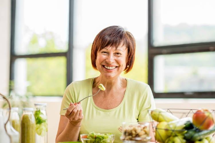 mujer alimentacion saludable