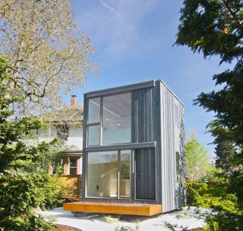 Pequeña casa giratoria que aprovecha al máximo la luz del sol