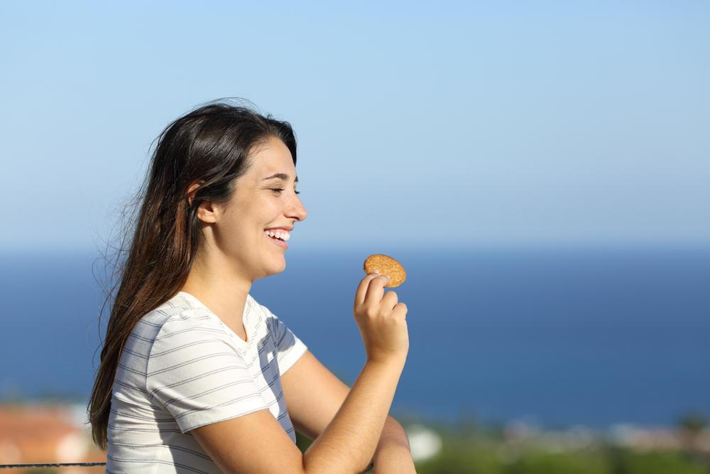 Mindful Snacking: la técnica que ayuda a no terminar el paquete de galletas