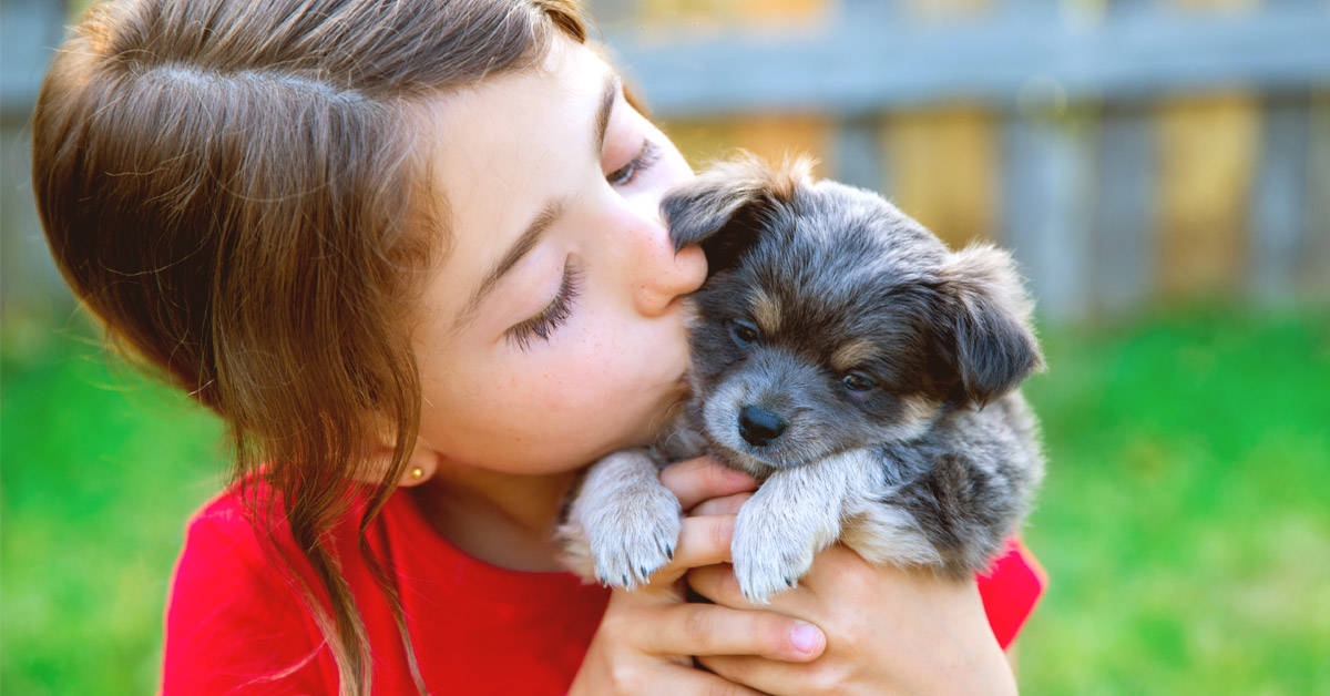 Los niños que crecen con mascotas adquieren estas maravillosas cualidades