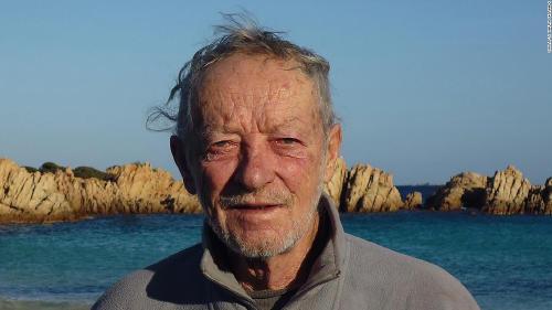 El 'Robinson Crusoe' italiano abandona la isla en la que vivió solo durante 32 años