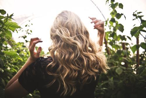 Cowash: una técnica de lavado en auge para cabellos rizados