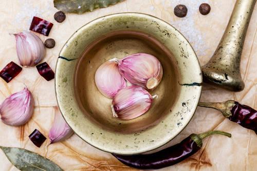 3 potentes remedios naturales con ajo para la neumonía