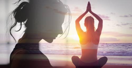 Practica esta postura de yoga dos minutos para recuperar la estabilidad emocional