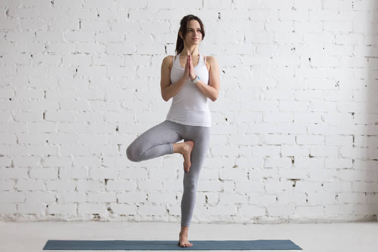 Postura del arbol yoga
