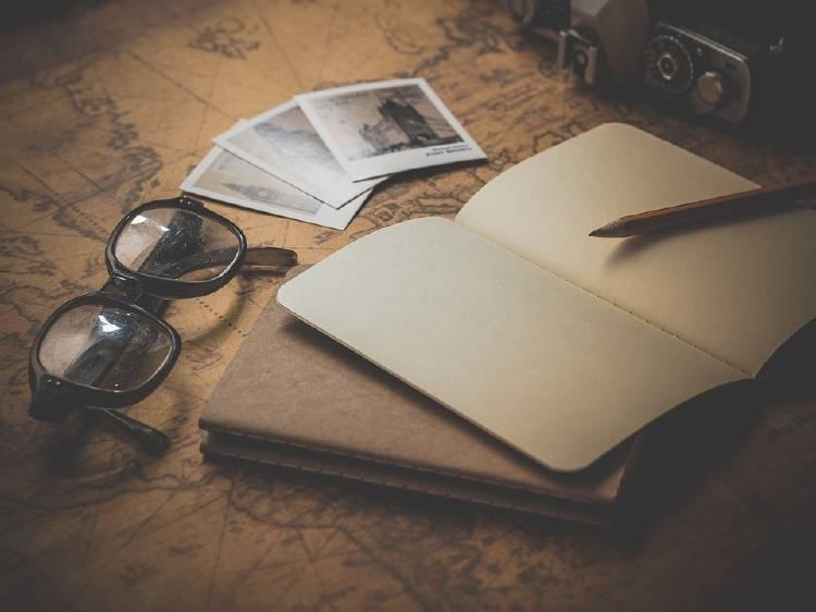 viajar y leer libros