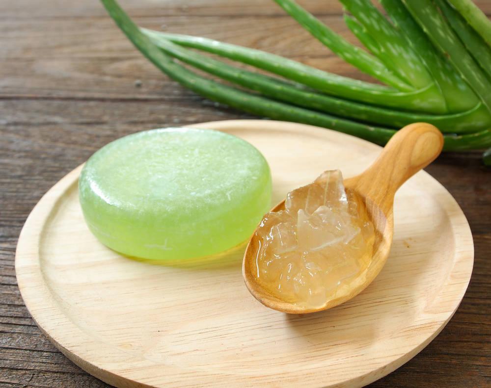 Cómo hacer jabón de aloe vera para eliminar los barritos y las arrugas