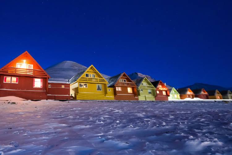 Casas de colores en Longyearbyen, Noruega