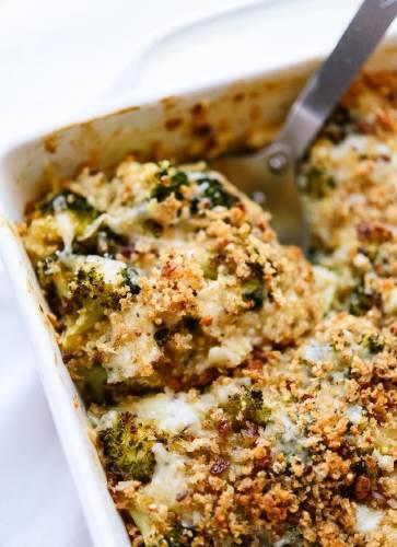 Pastel salado de brócoli y coliflor con salsa bechamel