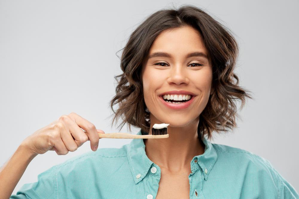 ¿Cómo mantener la higiene bucal de manera natural y sustentable?