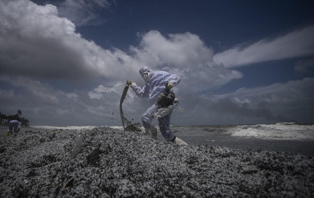 El peor desastre ambiental: un buque en Sri Lanka se hunde lleno de combustible