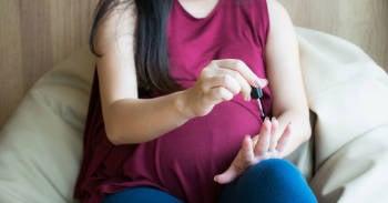 ¿Es cierto que no hay que pintarse las uñas durante el embarazo?