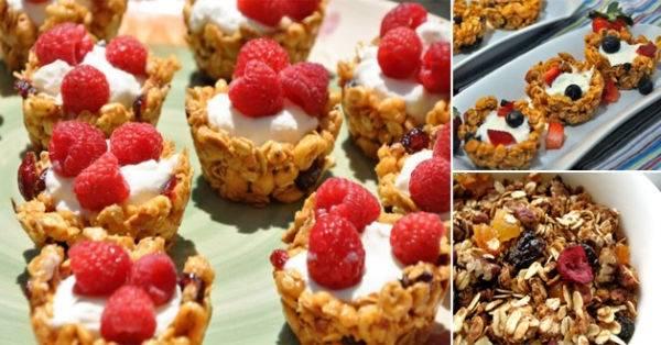Tacitas de granola con yogurt y frutas