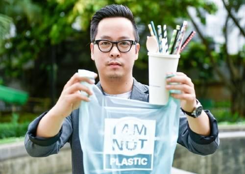 Un indonesio crea bolsas que se convierten en agua y comida si terminan en el ..