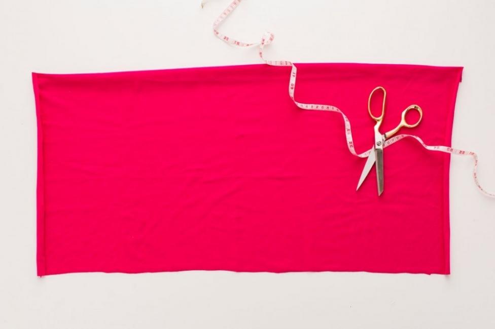maceteros colgantes con remeras recicladas - tela de modal rosa