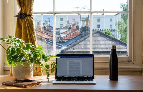 Conoce los trucos para hacer un espacio para home office y ser más productivo