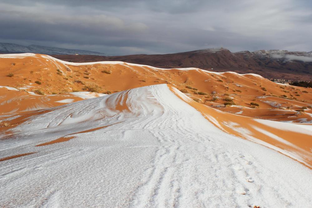 Las asombrosas fotos que muestran al desierto del Sahara cubierto de nieve