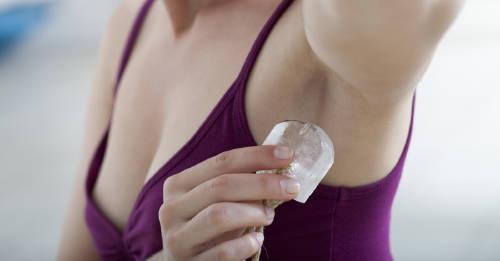 Piedra de alumbre: el desodorante natural más efectivo