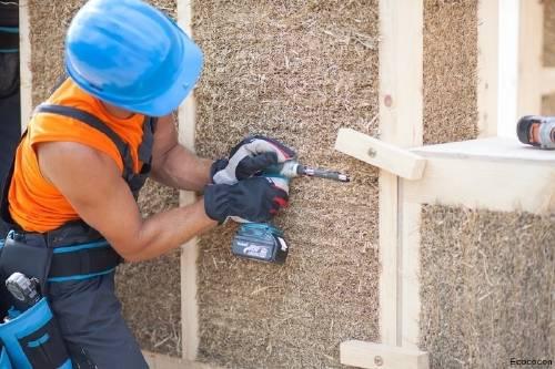 Paneles prefabricados de paja para la construcción de viviendas sustentables