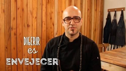 """""""Digerir es envejecer"""" /  Entrevista al chef referente del Raw Food Máximo C.."""