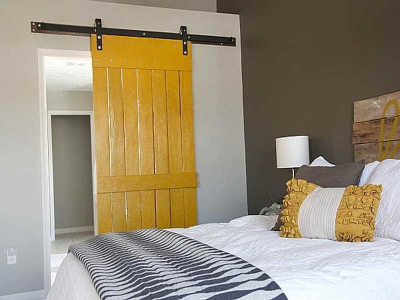 C mo hacer una puerta corrediza r stica a partir de palets - Como hacer una puerta de madera rustica ...