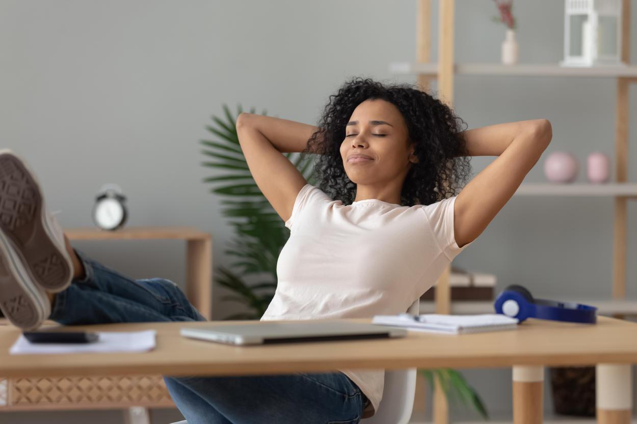 5 posturas para salir del bajón en un minuto