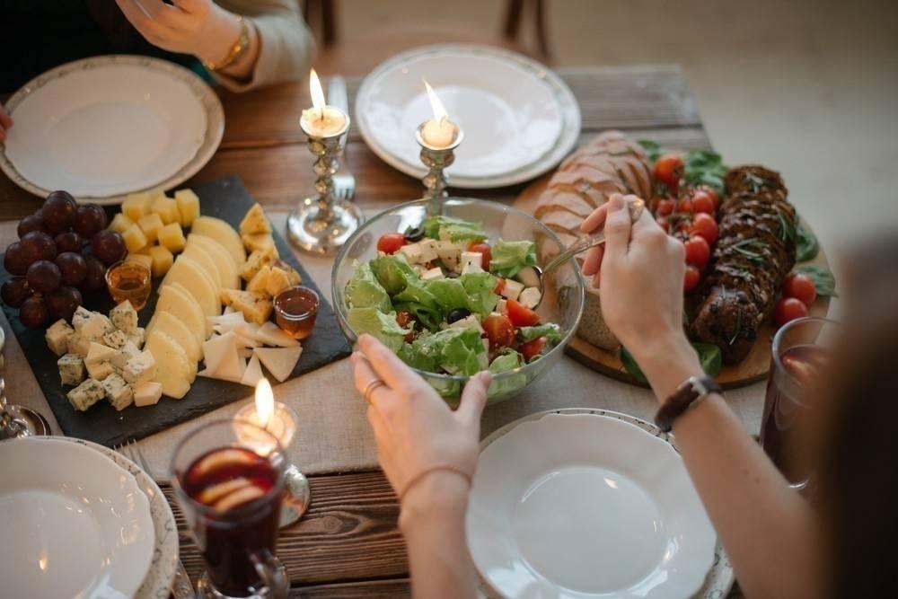 Cómo resolver la cena de Navidad o año nuevo gastando muy poco dinero