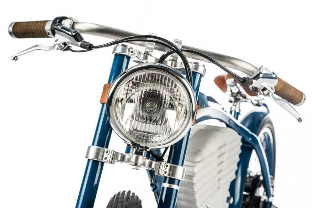 Parece una moto, pero es una bicicleta eléctrica y súper vintage