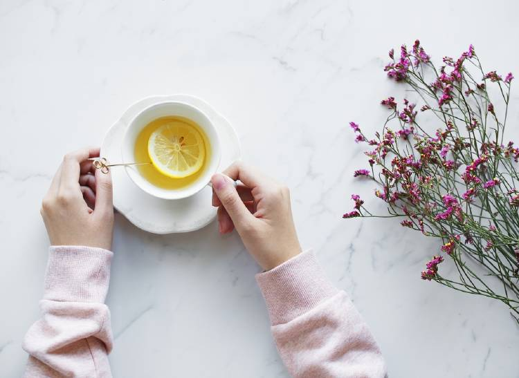Infusiones con limón: remedio casero para el dolor de garganta