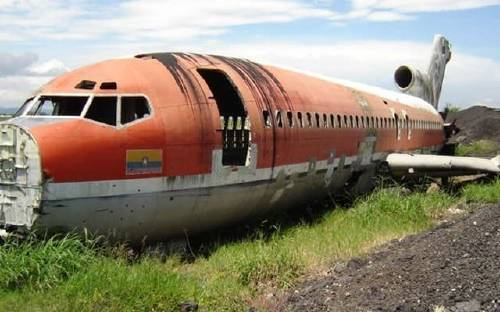 Construyeron una habitación de ensueños ¡dentro de un viejo avión!