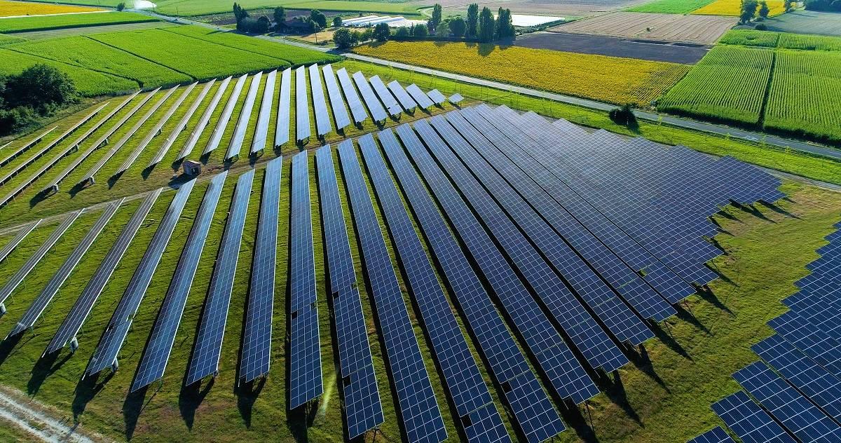 Reino Unido cubrirá un área de 22.000 campos de fútbol con paneles solares