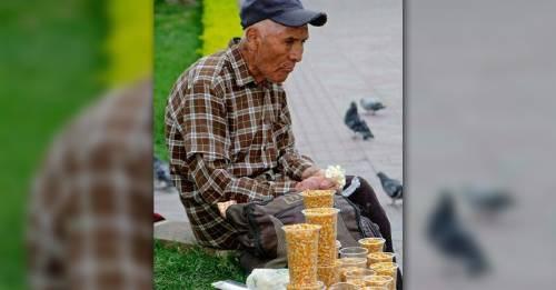 Esto es lo que puedes hacer por los ancianos que venden en la calle