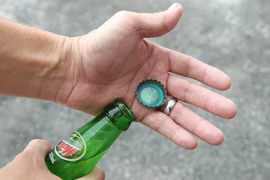 Cómo abrir una botella ¡con una hoja de papel!