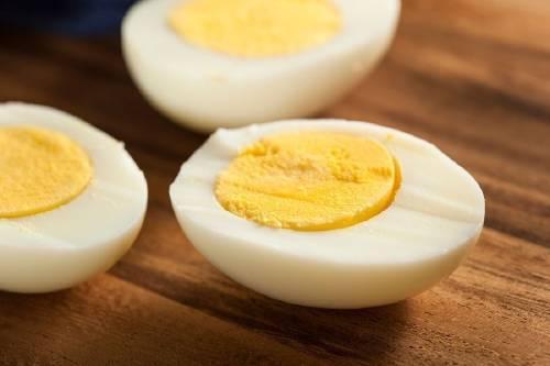 Sorprendente truco para pelar un huevo duro en pocos segundos