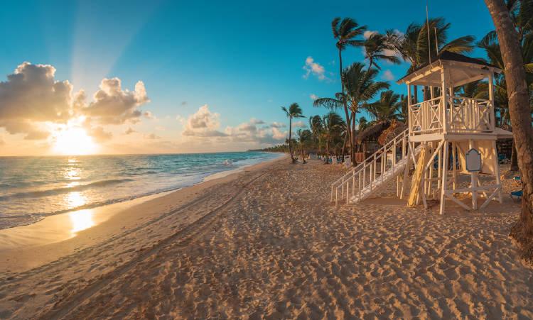 Atardecer en una playa de Punta Cana