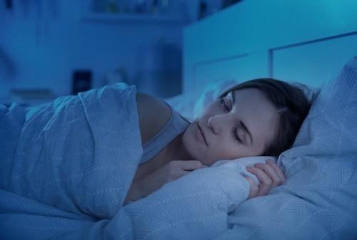 Es posible que el sueño prolongado durante el fin de semana pueda compensar el sueño breve entre semana