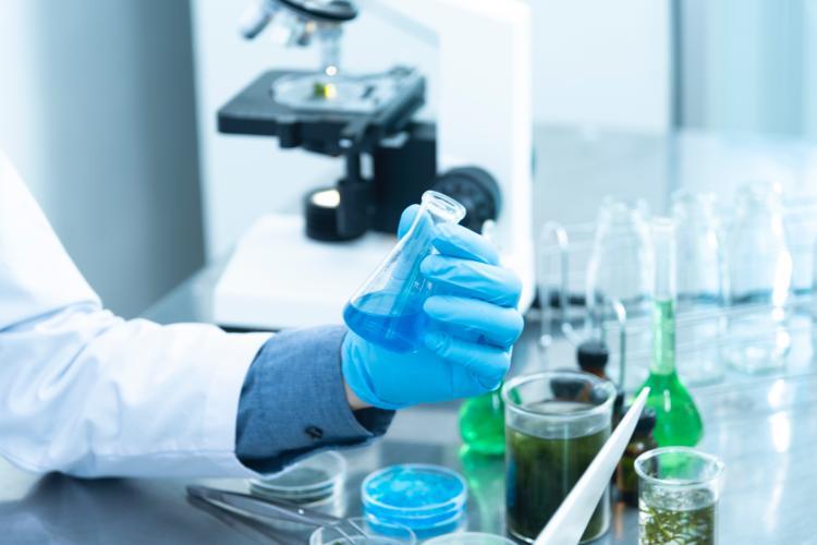 Pfizer reduce la cantidad de vacunas que tenía previsto fabricar