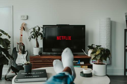 Ahora puedes ganar £30 por hora por ver Netflix todo el día en pijama